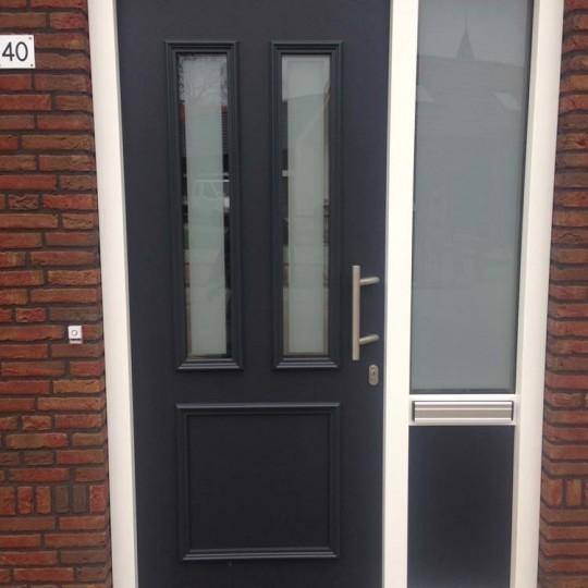 https://www.leonpeterskozijnen.nl/wp-content/uploads/2015/04/Voordeur-Biest-Houtakker-540x540.jpg