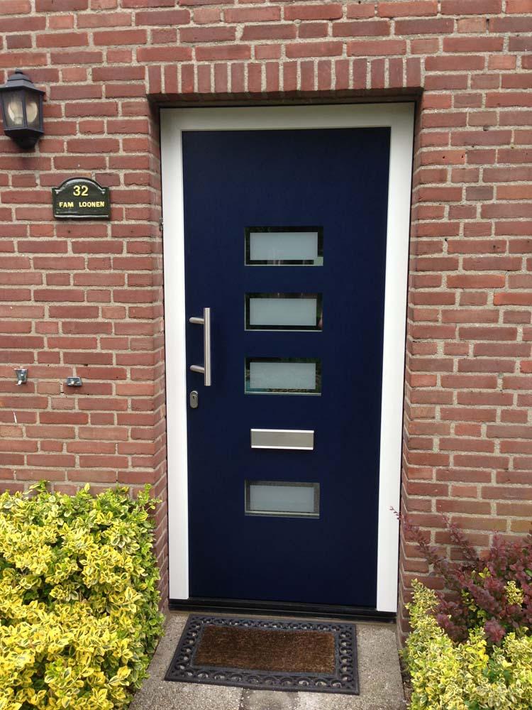 https://www.leonpeterskozijnen.nl/wp-content/uploads/2015/04/Voordeur-Loon-op-Zand.jpg